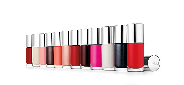 """a different nail enamel for sensitive skins"" smalti clinique per pelle sensibile"