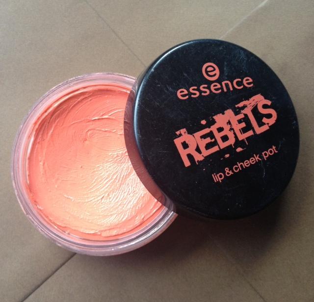 essence blush in crema