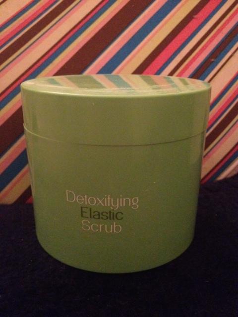 kiko detoxifyng elastic scrub