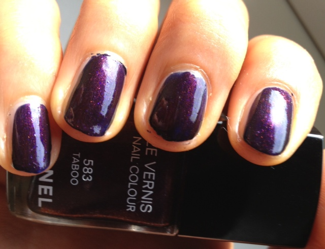 Le vernis Chanel Taboo 583