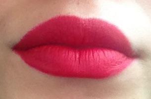 Red Lipstick Mac RiRi-Woo