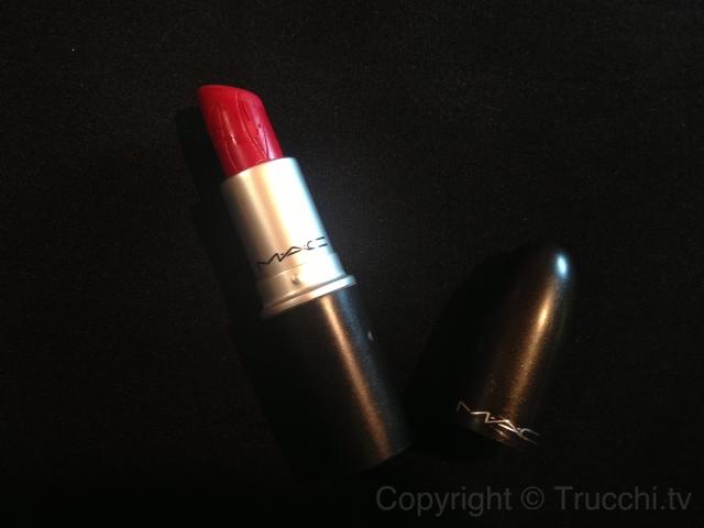 Rihanna Hearts Mac RiRi Woo retro matte lipstick