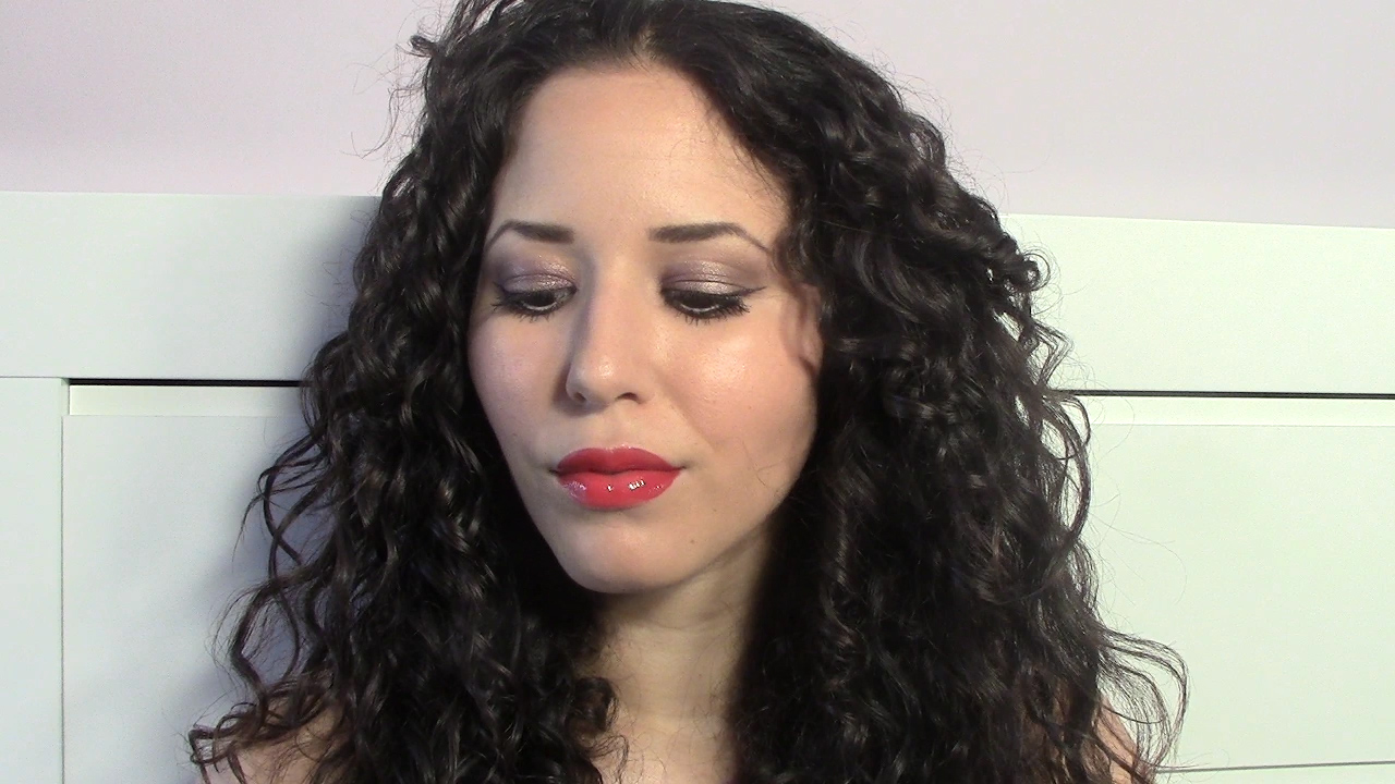 Makeup Inspiration: Soft Eyes & Glossy Red Lips