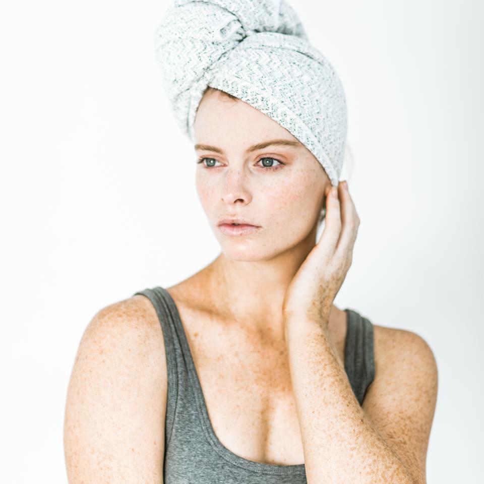 Come asciugare i capelli senza rovinarli?